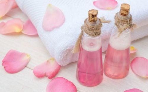 5 Rezepte mit Rosenwasser zur Gesichtspflege