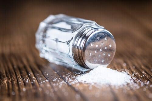 Salz und andere Lebensmittel bei Bluthochdruck meiden