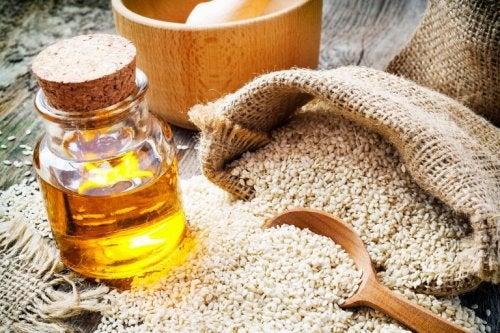 Sesamöl als Heilmittel, um Ohrgeräusche zu reduzieren