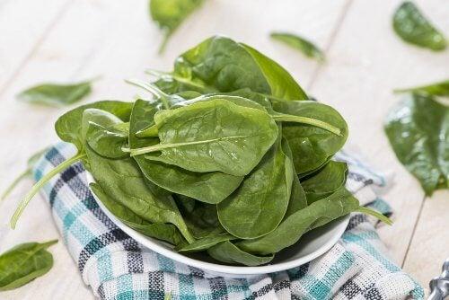 Spinat ist eines der Lebensmittel gegen Blutarmut.