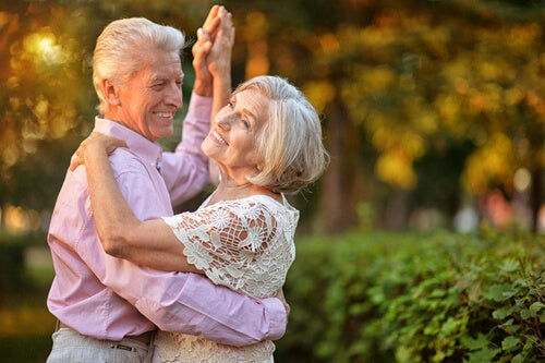 tanzendes Paar ist fit und schlank