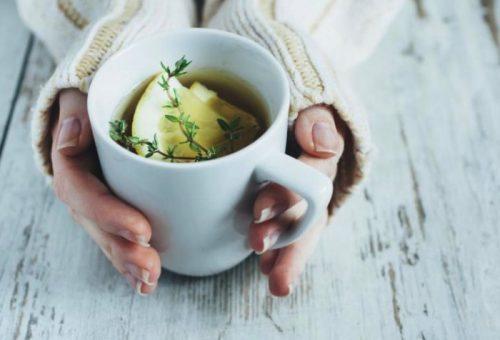beruhigende Tees für ältere Menschen mit Zitrone und Thymian
