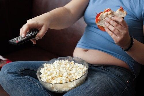 Bewegungsmangel und schlechte Ernährung beeinflussen die Gesundheit deiner Schilddrüse
