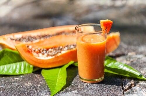 Getränk mit Papaya gegen Blähungen