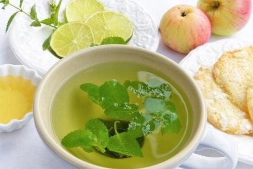 6 entgiftende Tees