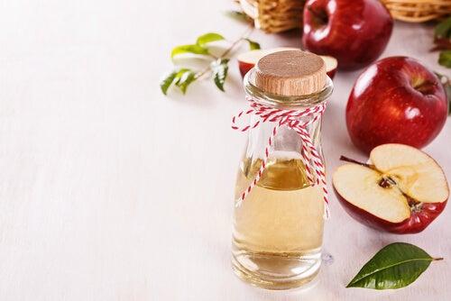 Gesichtswasser mit Apfelessig