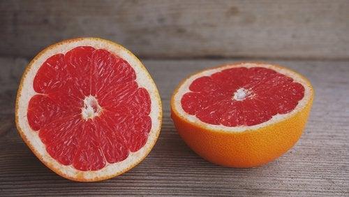 Obst- und Gemüsesorten gegen Flüssigkeitsretention: Grapefruit