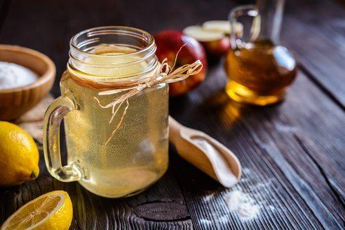 Hausmittel gegen unangenehme Gerüche im Intimbereich: Apfelessig