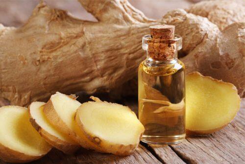Heilmittel gegen Knieschmerzen: Olivenöl und Ingwer
