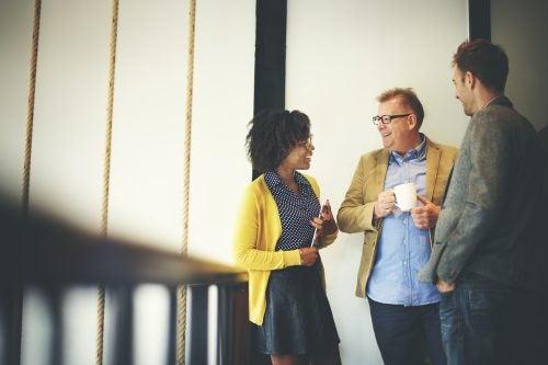 Arbeitskollegen haben keine negativen Gedanken