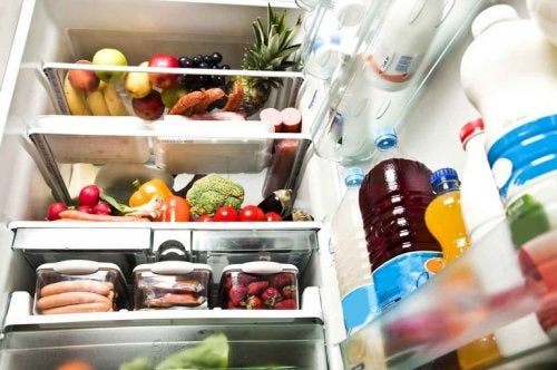 Anwendungen für Zitronen: Geruch im Kühlschrank entfernen