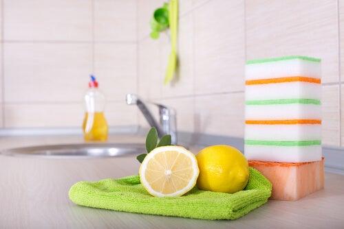 Anwendungen für Zitronen zur Desinfektion