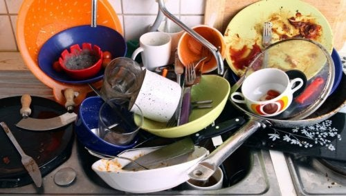 Anwendungen für Zitronen zur Reinigung von Geschirr