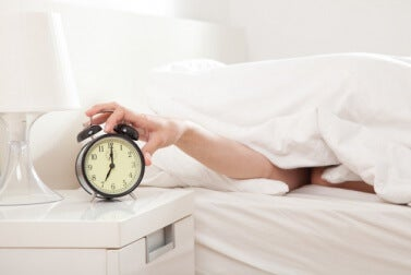 Am Morgen 5 Minuten länger schlafen kann die Gewichtsreduktion erschweren