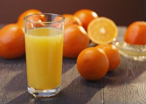 Natürliche Antibiotika: Saft mit Orange, Karotte und Bierhefe