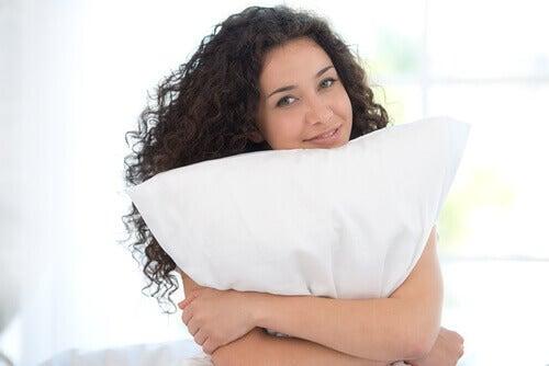 richtiges Kopfkissen und Übungen gegen Nackenschmerzen