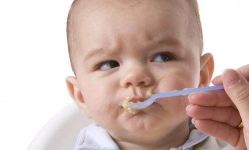 Zucker und gefährliche Nahrungsmittel für Babys