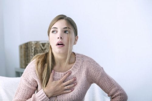 Signale eines Herzinfarktes bei einer Frau