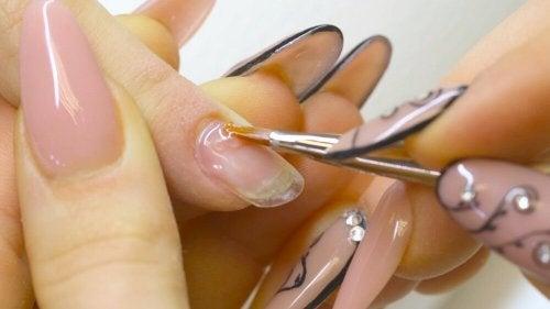 brüchige Fingernägel behandeln