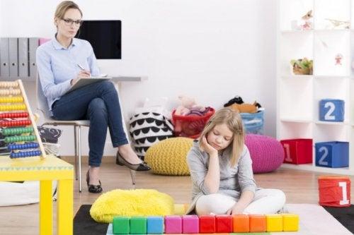 Mutter und Tochter mit Aspergersyndrom