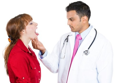 Symptome von Zungenkrebs untersuchen
