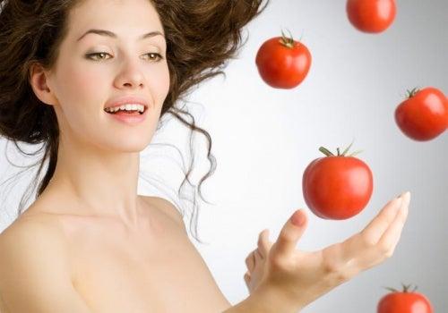 Tomaten essen