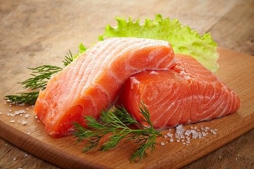 Einer der Vorteile von Lachs sind die enthaltenen, gesunden Fette.
