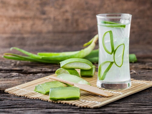 Hausmittel gegen erhöhte Cholesterinwerte: Aloe-Sirup