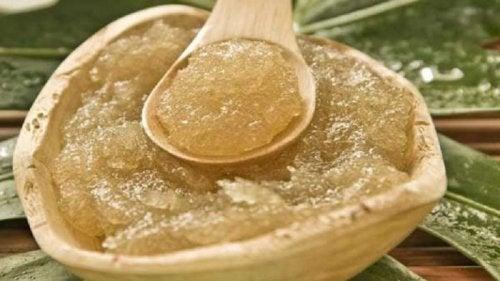 Behandlung mit Zucker und Olivenöl für schöne Haut