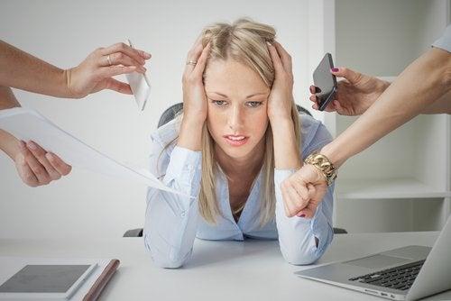 Frau unter Stress braucht besseres Gedächtnis