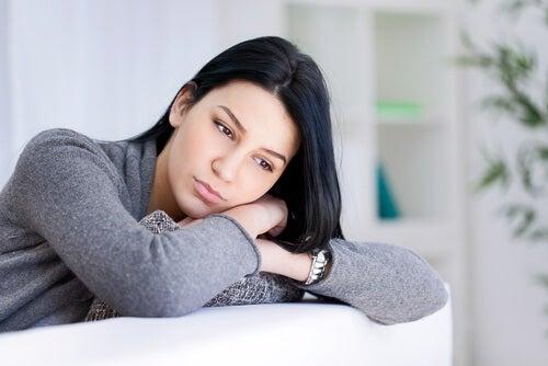 Frau braucht positive Gedanken