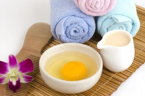 Mandeln in der Hautpflege können mit Eiern kombiniert werden.