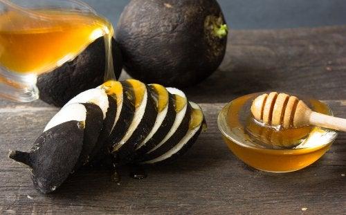 Rettich und Honig als Naturheilmittel für ebenmäßige Hände
