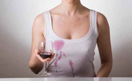 Anwendungsbeispiele für Wasserstoffperoxid: Weinflecken entfernen