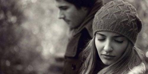 Mann und Frau kennen verschiedene Arten von Untreue