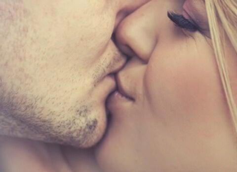 5 häufige Krankheiten, die durch Küsse übertragen werden