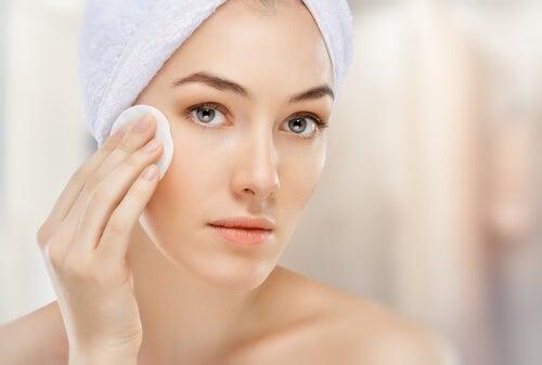 Falsche Gesichtspflege: du verwendest zu viele Produkte gleichzeitig