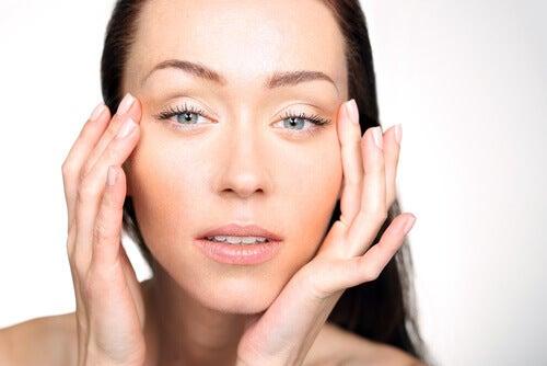 Geschwollene Augen als Anzeichen für Vitaminmangel