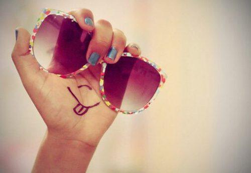 Leben mit rosa Brille betrachten
