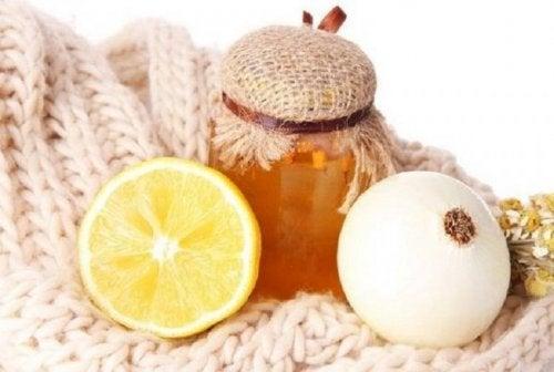 Zitrone und Zwiebel als Hausmittel gegen Husten