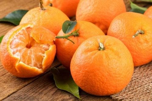 Mandarinen zu essen ist eine gute Gewohnheit