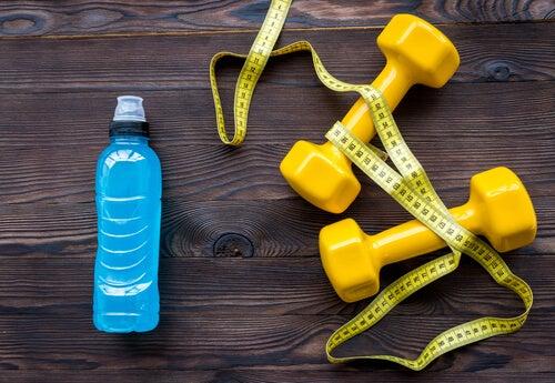 bei Sport daran denken, mehr Wasser zu trinken