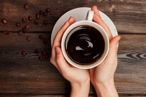 Stimulierende Getränke schädigen den Magen