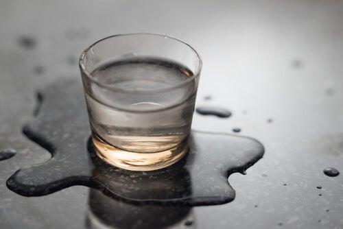 wir empfehlen, mehr Wasser zu trinken, um gesund zu bleiben