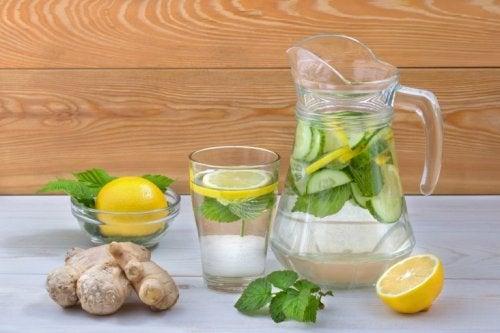 von Zucker Abschied nehmen und Detox-Wasser trinken