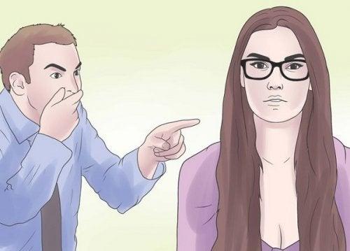 Eindeutige verbale Aggressionen in einer Beziehung