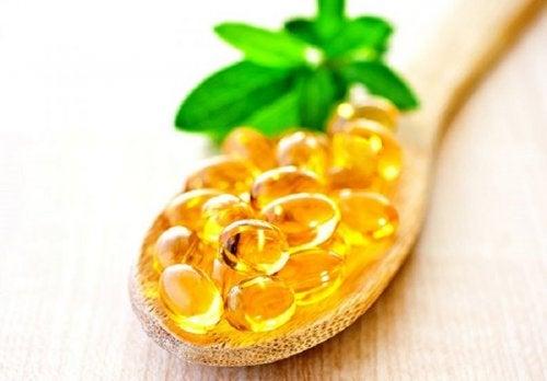 Vitamin E Kapsel bei Wimpernausfall