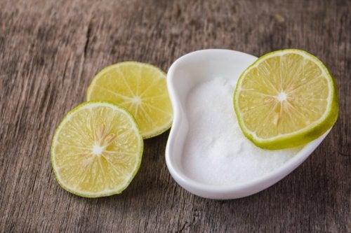 Salz und Zitrone als Heilmittel gegen Zahnfleischentzündungen