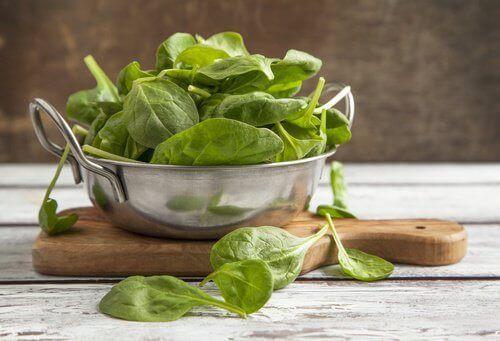 Spinat und Kohl zur natürlichen Entgiftung