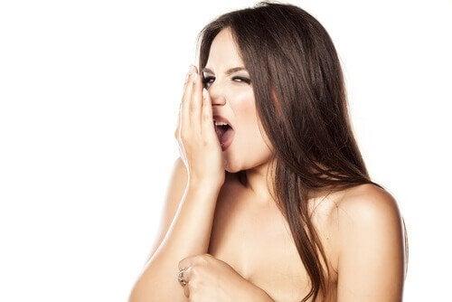 Anzeichen für einen kranken Darm - schlechter Atem